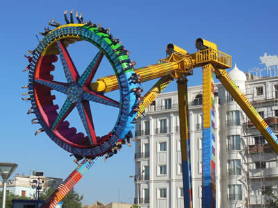 30 persons thrill spinning pendulum ride