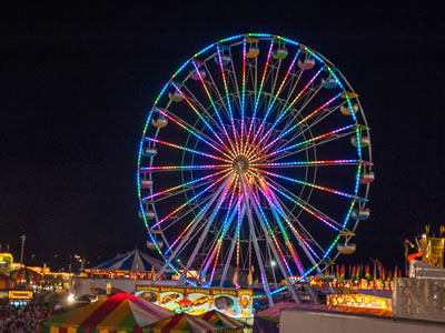 Beston no spoke ferris wheel with colorful light system